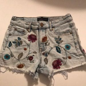 High waisted midi flower embroidered shorts (US 2)